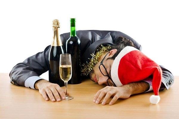 Πέντε συμβουλές για να αποφύγετε το hangover στις γιορτές!!