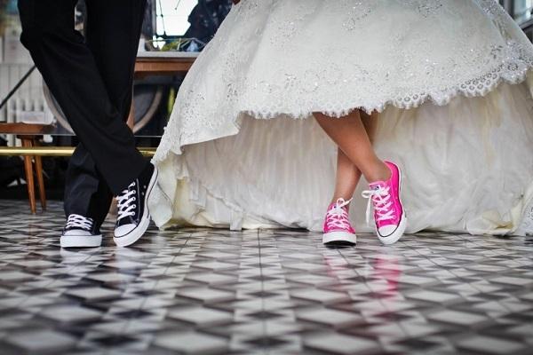 Σταματήστε να παντρεύεστε όλοι, μας αγχώνετε!!