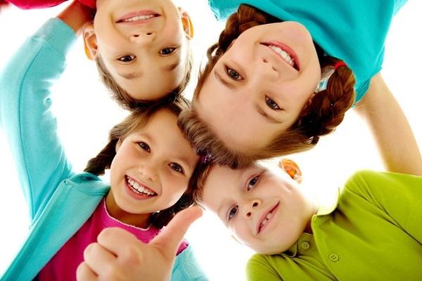 Πώς να μάθετε στα παιδιά να σκέπτονται θετικά