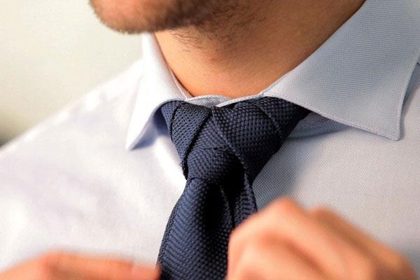 Προσοχή στη γραβάτα!