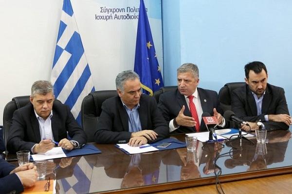 Συμφωνία ΥΠΕΣ, ΕΝΠΕ και ΚΕΔΕ για πάταξη γραφειοκρατίας στην αυτοδιοίκηση
