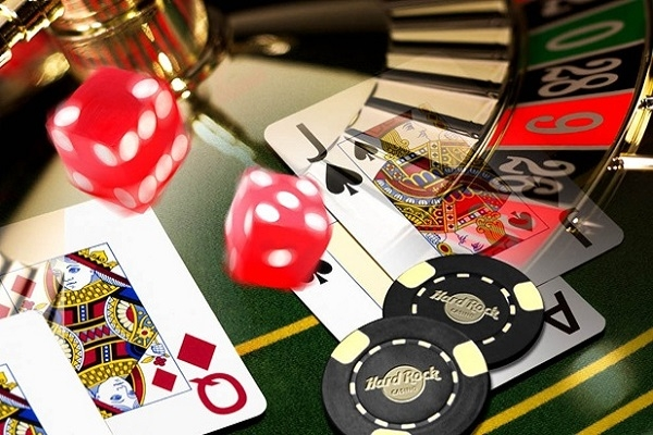 Τι αποφασίστηκε τελικά για τις άδειες των καζίνο σε Μύκονο και Σαντορίνη