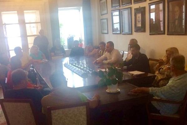 Συνάντηση του Δημάρχου Μυκόνου Κ. Κουκά με τους συμβασιούχους καθαριότητας