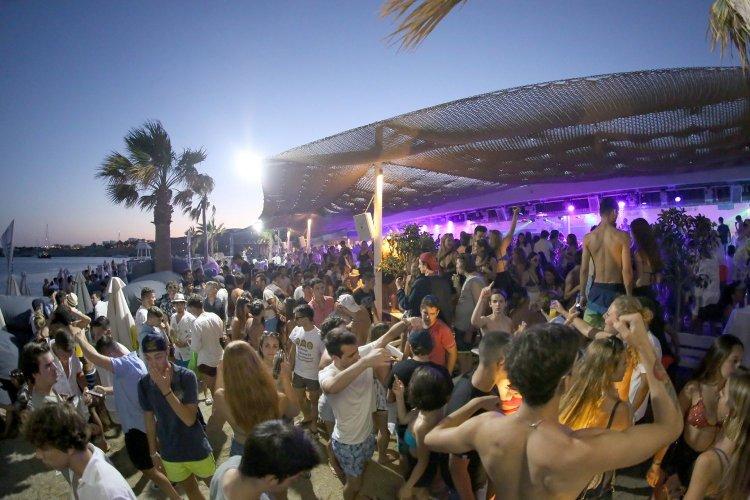 Το beach bar Tropicana στη Μύκονο μεταξύ των κορυφαίων του κόσμου -  Απολαμβάνει  δικαίως  της παγκόσμιας αναγνώρισης!!!