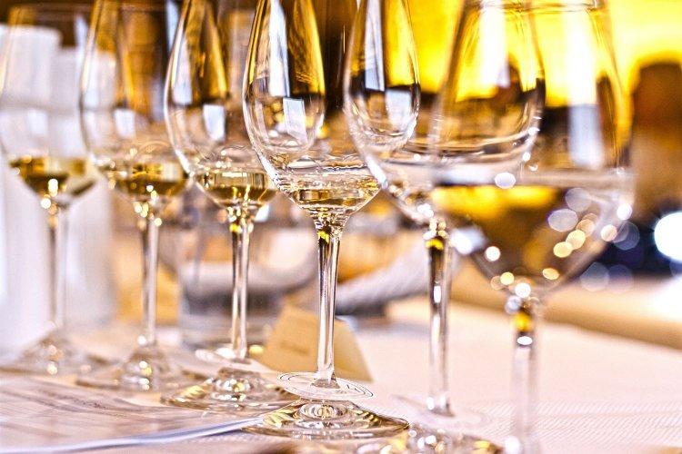 Στενότερη συνεργασία επιχειρήσεων κρασιού και γαστρονομίας για την ανάδειξη νέων τουριστικών προϊόντων