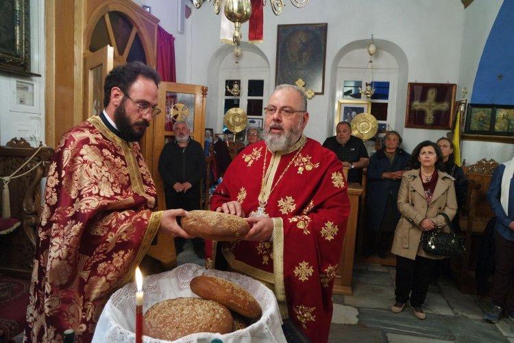 Πανηγυρικός Εσπερινός του Αγίου Γεωργίου στα Τρία Πηγάδια Μυκόνου (εικόνες+videos)