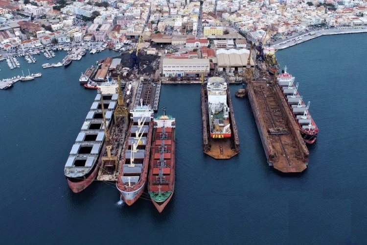 Νεώριο Σύρου: Τα πρώτα σημάδια ανάκαμψης!! Φεύγουν Πλοία από τα τουρκικά ναυπηγεία και πηγαίνουν στο Νεώριο