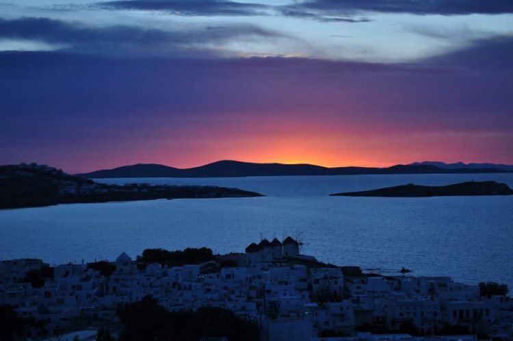 Mykonos: When nature does wonders on the island of winds!! Amazing sunset photos!!