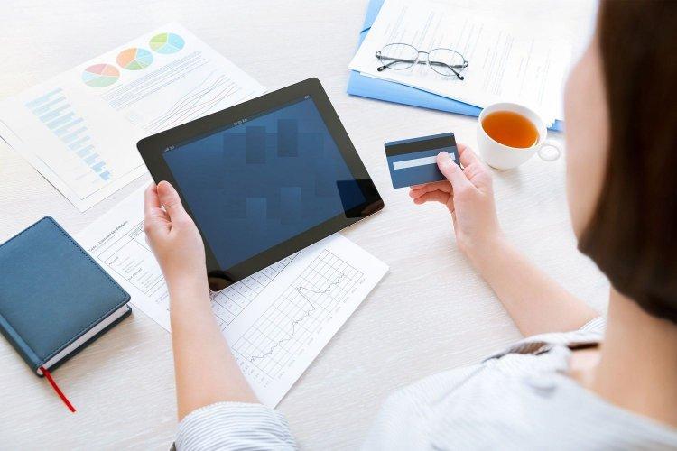 Φορολογικό Νομοσχέδιο: Δύο Αλλαγές της τελευταίας στιγμής σε ηλεκτρονικές αποδείξεις και εισόδημα