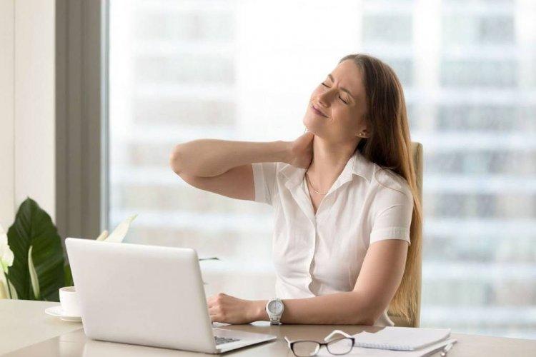 Αυχενικό, επακόλουθο της καθιστικής εργασίας!! 10 tips για την πρόληψη & την αντιμετώπιση!!
