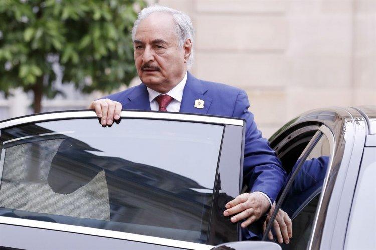 Αφίχθηκε στην Αθήνα ο Στρατάρχης Χάφταρ πριν την Σύνοδο του Βερολίνου για τη Λιβύη!