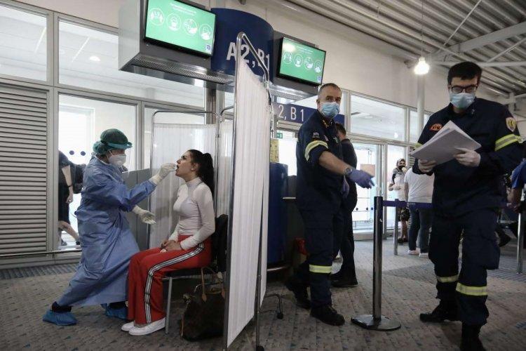 Coronavirus Tests for travellers: Πόσα βρέθηκαν θετικά από τουρίστες που επέστρεψαν από Μύκονο, Πάρο, Σαντορίνη μέσω του αεροδρομίου της Αθήνας