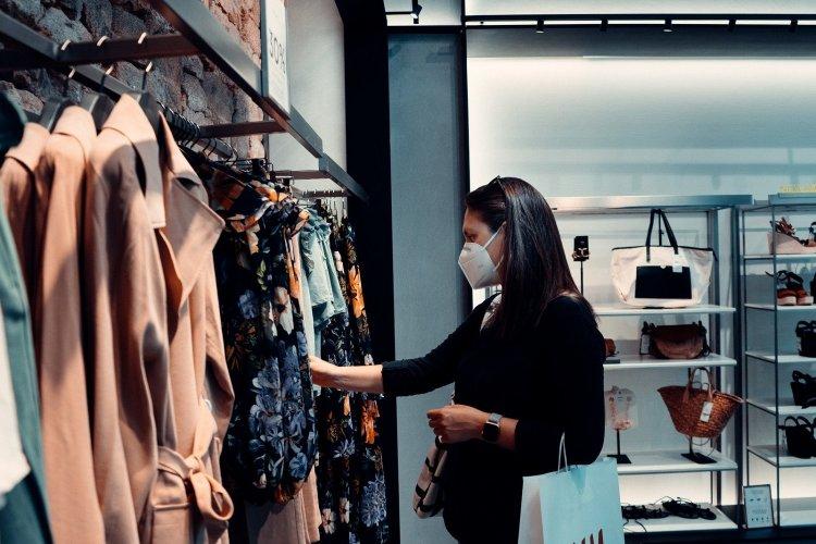 Reopen Retail Stores: Θα υπάρχει κόφτης με ένα SMS την ημέρα στο 13032 για το λιανεμπόριο