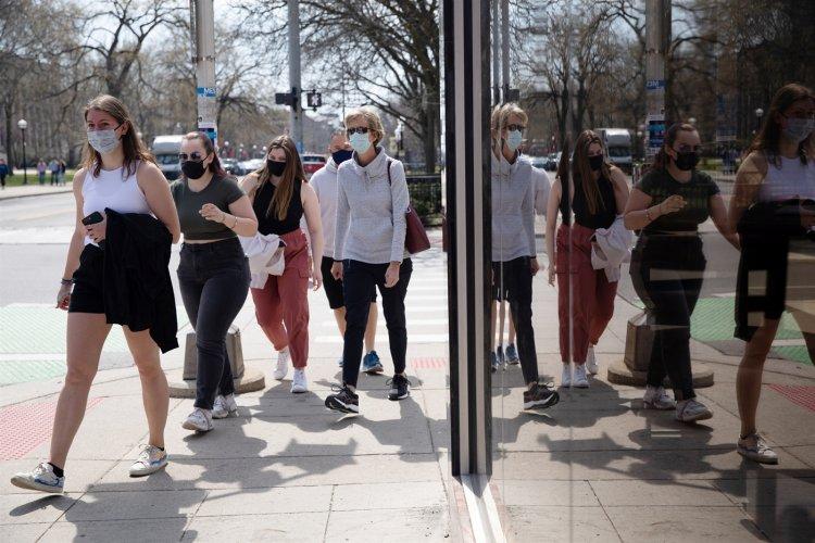 CDC Lifts Most Mask Guidance: Τέλος οι μάσκες στα περισσότερα μέρη για τους πλήρως εμβολιασμένους
