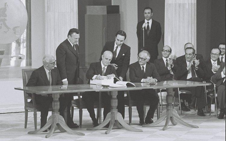 40th anniversary of Greece's accession to EEC: 42 χρόνια πριν: Η υπογραφή της Συνθήκης Προσχώρησης της Ελλάδας στην ΕΟΚ