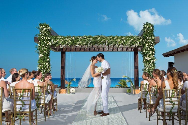 Post-lockdown entertainment: Kαθήμενοι και στις δεξιώσεις Γάμων και Βαπτίσεων!! Θα χορεύουν μόνο η νύφη και ο γαμπρός!!