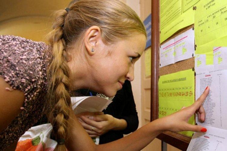 Panhellenic Exams 2021: Έρχεται γενική άνοδος βαθμών στις Πανελλήνιες 2021 – Παρασύρεται και η Ελάχιστη Βάση Εισαγωγής