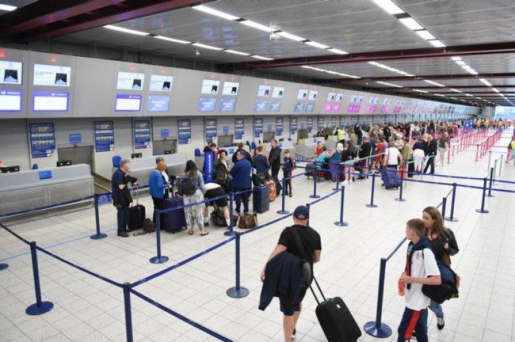 UK New holiday rules: «Ανάσα» για τον τουρισμό - Χωρίς καραντίνα οι Βρετανοί τουρίστες στην Ελλάδα από τις 19 Ιουλίου
