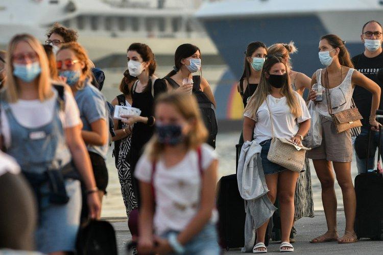Summer Travel: Εξετάζεται πρόταση για «μόνο εμβολιασμένους στα νησιά» [Video]