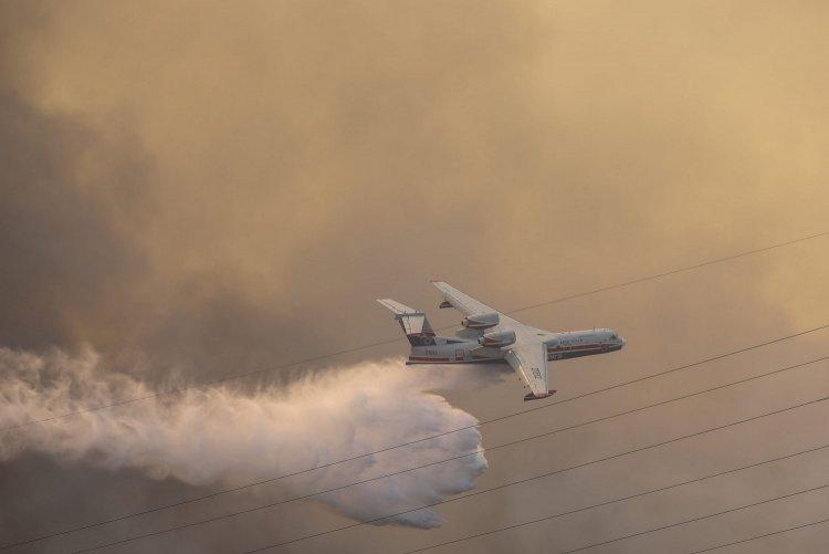 Wildfires: Ισχυρές επίγειες και εναέριες πυροσβεστικές δυνάμεις επιχειρούν σε Γορτυνία και Αρχαία Ολυμπία