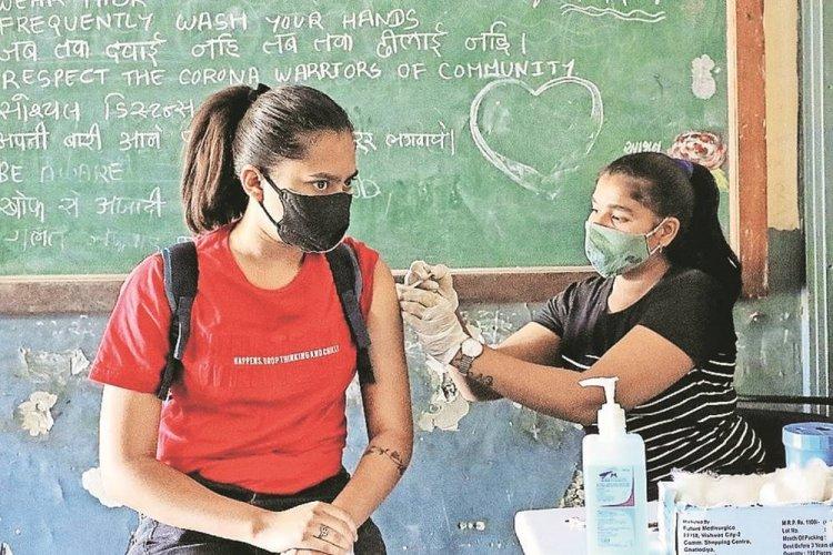 Vaccination: Καλούνται και οι Εκπαιδευτικοί για τρίτη αναμνηστική δόση εμβολίου