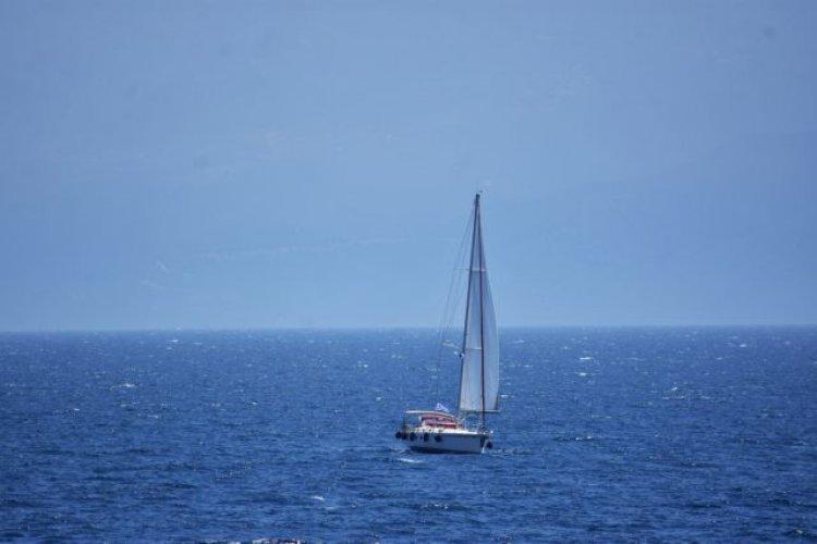 Coast Guard: Βύθιση ιστιοφόρου σκάφους Νότια της Κέας!! Μεταφέρθηκαν σώοι στο Λαύριο οι 6 επιβαίνοντες