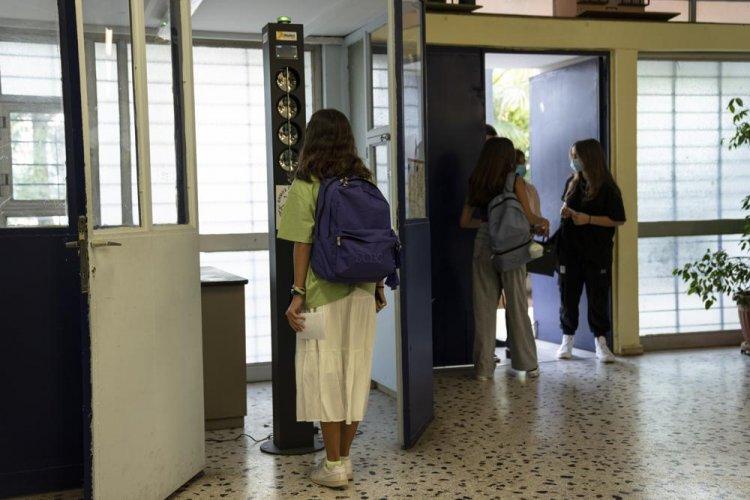Covid Vaccination: Δεν θα παίρνουν απουσίες οι μαθητές που εμβολιάζονται!!