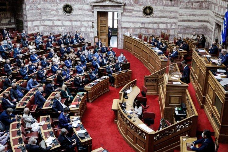 Parliament: Με 191 «ναι» και 109 «όχι» πέρασε από τη Βουλή η αμυντική συμφωνία Ελλάδας – Γαλλίας