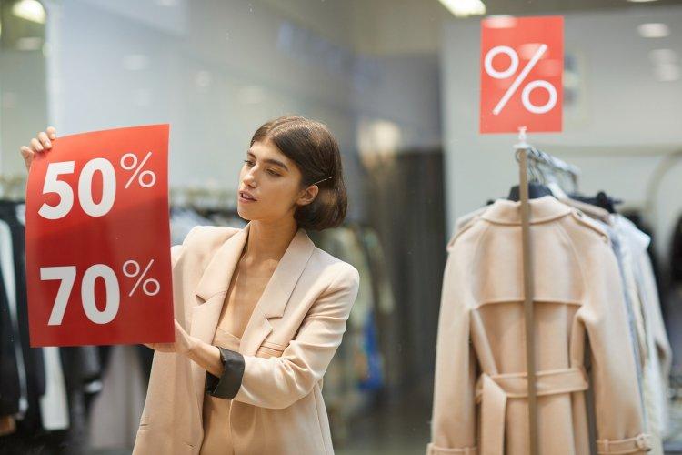 Fall Sales: Πότε ξεκινούν οι Φθινοπωρινές εκπτώσεις 2021 - Ποιες Κυριακές είναι ανοιχτές τα μαγαζιά