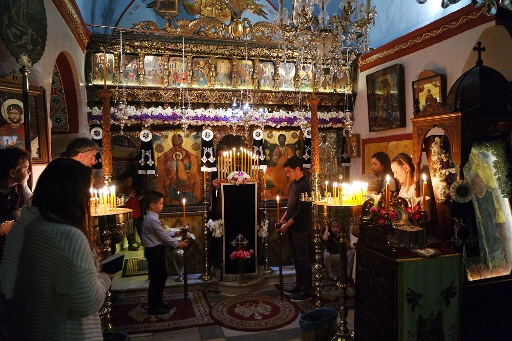 , Η Ακολουθία του Ευχελαίου στον Ιερό Ναό της Αγίας Κυριακής Μυκόνου