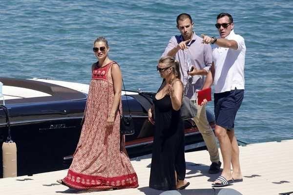 , Kate Moss: Η άφιξη με σκάφος στη Μύκονο!! [pics]