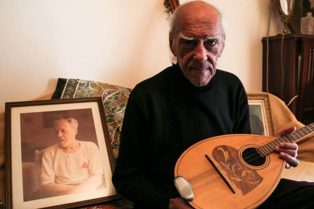 , Απεβίωσε ο ρεμπέτης και δεξιοτέχνης του μπουζουκιού Στέλιος Βαμβακάρης (Videos)
