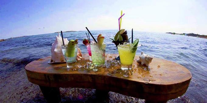 , Έρχεται ο τουρισμός «ευζωίας»!! Στροφή μακριά από τα beach bar κάνουν οι πλούσιοι τουρίστες!!