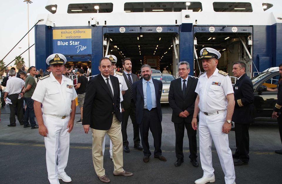 , Επίσκεψη του ΥΝΑΝΠ Γιάννη Πλακιωτάκη στο κεντρικό λιμάνι του Πειραιά για να παρακολουθήσει την έξοδο των ταξιδιωτών