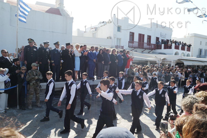, Με τη μαθητική παρέλαση κορυφώθηκαν στην Μύκονο, οι εκδηλώσεις για το Έπος του 1940 [Εικόνες+Vídeo]