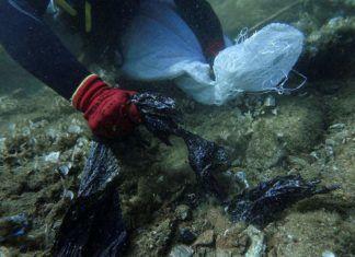 , Μύκονος: Μηχανική βλάβη ιδιωτικού πνευστού σκάφους στις βραχώδεις ακτές της Ρήνειας